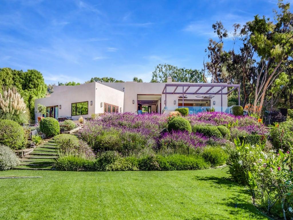 Chris hemsworth and elsa pataky buy malibu home popsugar for Buy house in malibu
