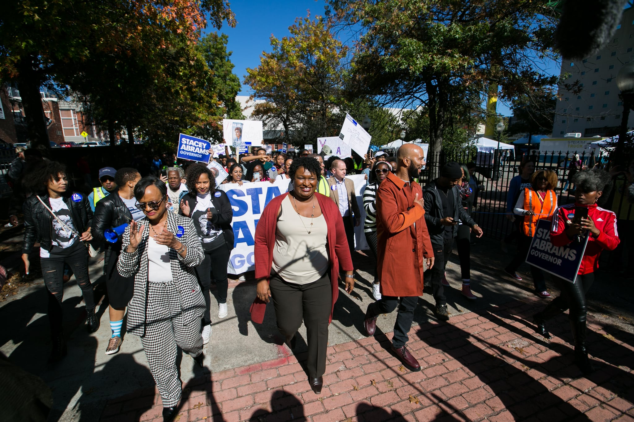 ATLANTA, GA - OCTOBER 28: Democratic Georgia Gubernatorial candidate Stacey Abrams and Grammy-winning artist Common leads voters during a