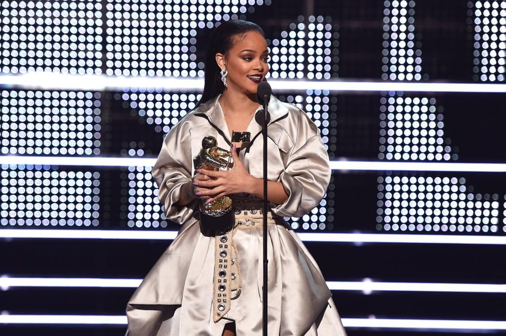 Rihanna, 2016