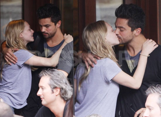 Photos of Amanda Seyfried and Dominic Cooper Kissing