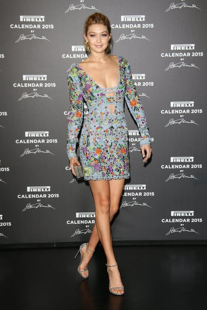 كان فستان جيجي القصير هذا من علامة إميليو بوتشي ميني مزخرفاً بالألوان خلال ظهورها على السجّادة الحمراء في حدث Pirelli Calendar عام 2015.