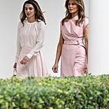 ثوب ميلانيا ترامب الملفوف خلال لقائها مع الملكة رانيا 2018