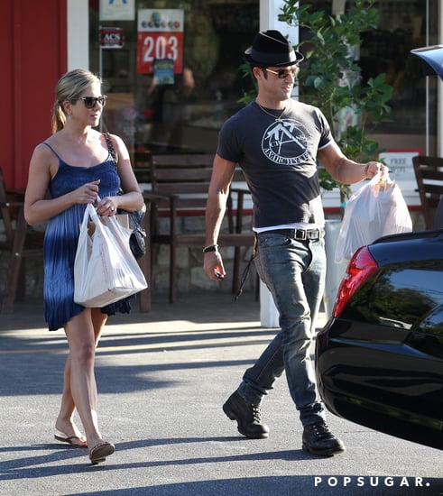 Jennifer-Aniston-Justin-Theroux-visited-grocery-store-together