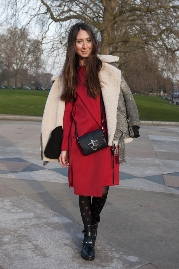 We want to cozy up in this showgoer's cozy-cool shearling — but more importantly, we love the way she juxtaposed it with a fiery red sheath.