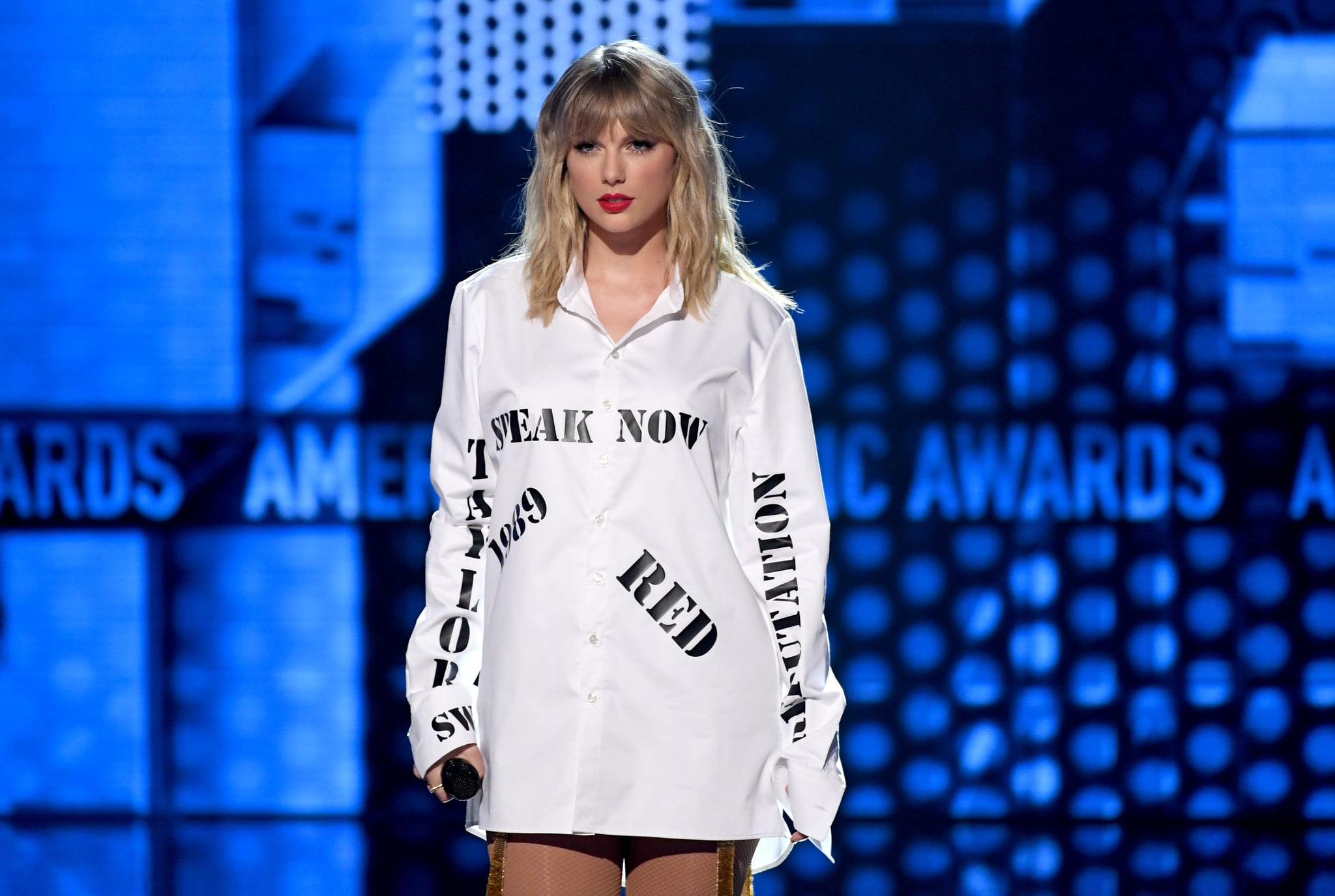 LOS ANGELES, CALIFORNIA - NOVEMBER 24: Taylor Swift performs onstage during the 2019 American Music Awards at Microsoft Theater on November 24, 2019 in Los Angeles, California. (Photo by Kevin Winter/Getty Images for dcp)