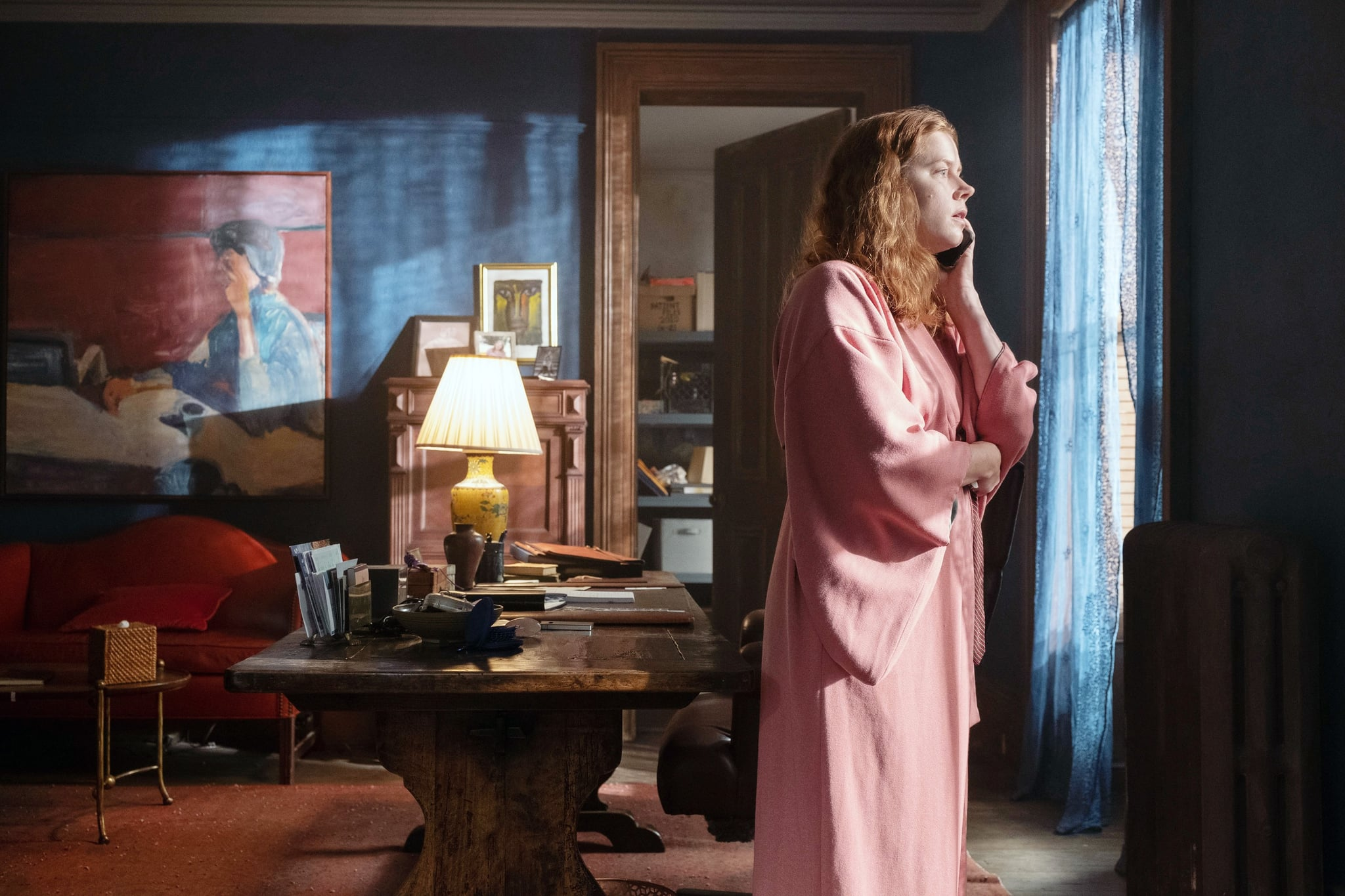 THE WOMAN IN THE WINDOW, Amy Adams, 2021. ph: Melinda Sue Gordon  /  Netflix / Courtesy Everett Collection