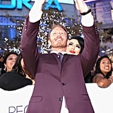 Ian Ziering leaned in for a photo with a fan at the People's Choice Awards.