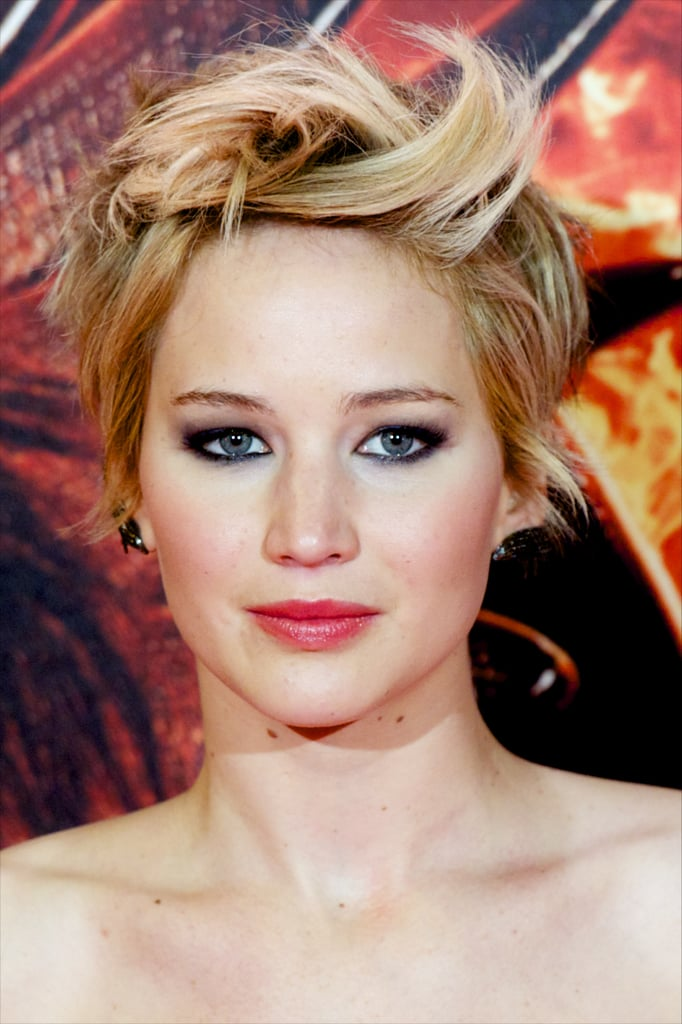 Jennifer Lawrence mixed up her hair in a textured style with tons and tons of movement at the Madrid premiere.