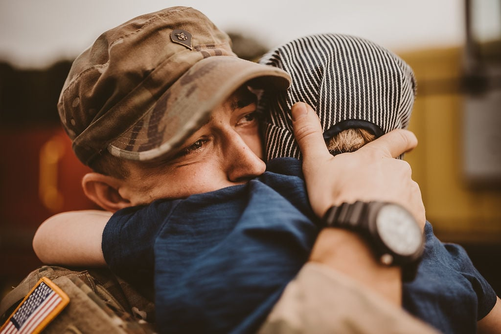 Military Dad Meeting His Baby For the First Time   Photos