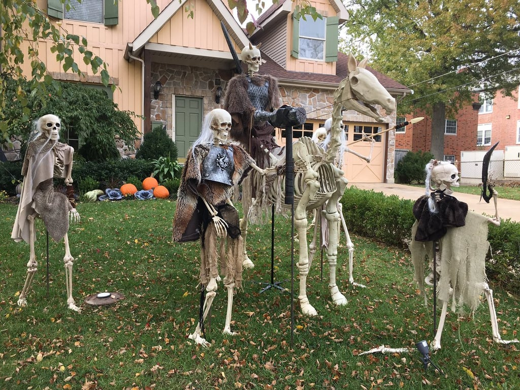 This Game of Thrones Halloween Decor Brings the Great War Right to Your  Front Lawn. Game of Thrones Halloween Home Decor   POPSUGAR Entertainment