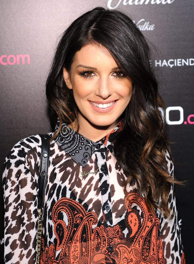 Shenae Grimes showed us how to master boho-chic makeup: shimmering gold shadow, serious lashes, bronzer, and nude-pink lips.