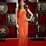 Sarah Hyland Wears Orange on the SAGs Red Carpet