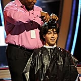 Joe Jonas Getting His Hair Cut at the Teen Choice Awards in 2009