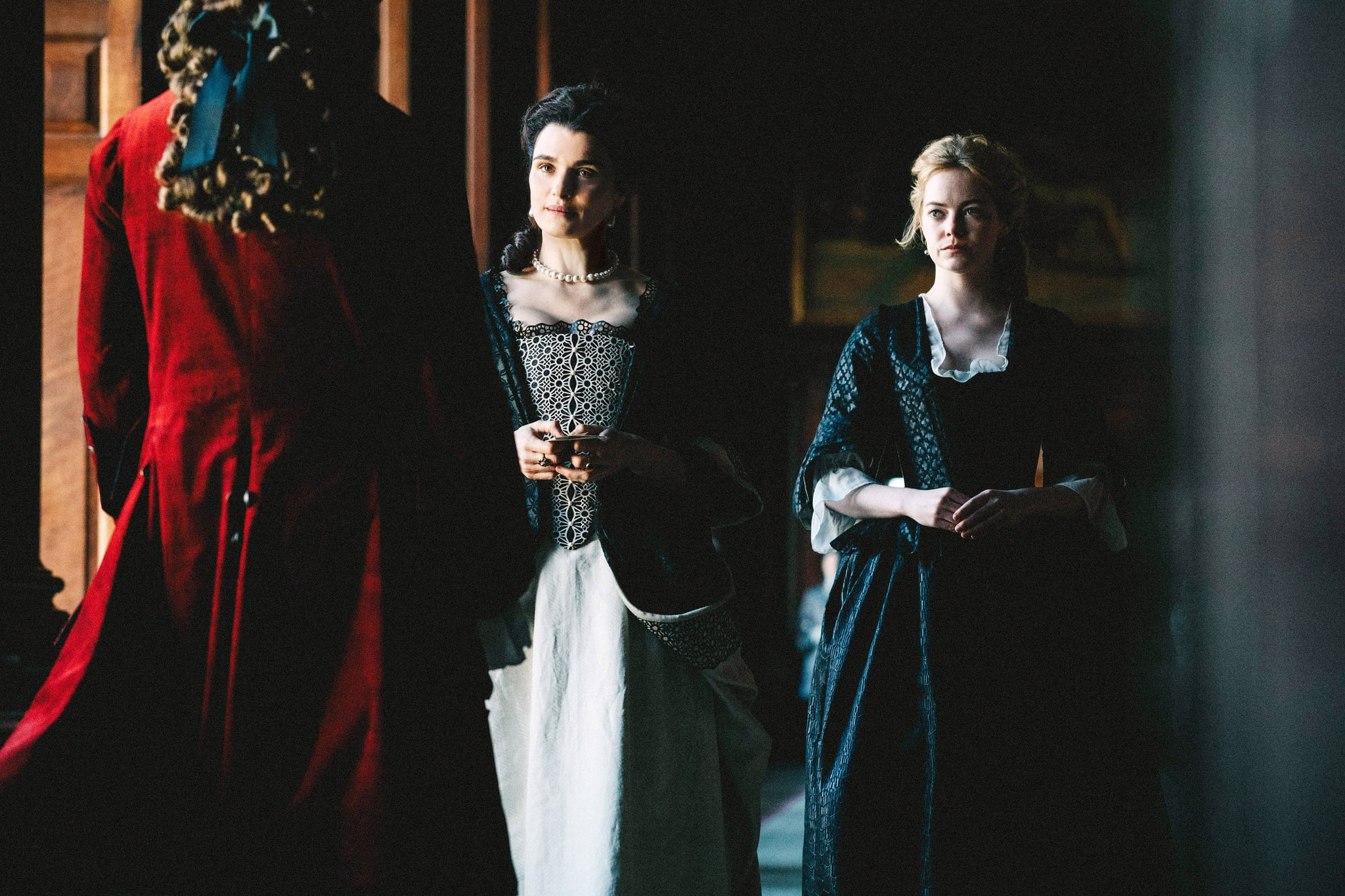 THE FAVOURITE, back, from left: Rachel Weisz, Emma Stone, 2018. ph: Atsushi Nishijima / TM & copyright  Fox Seachlight Pictures. All rights reserved. /Courtesy Everett Collection