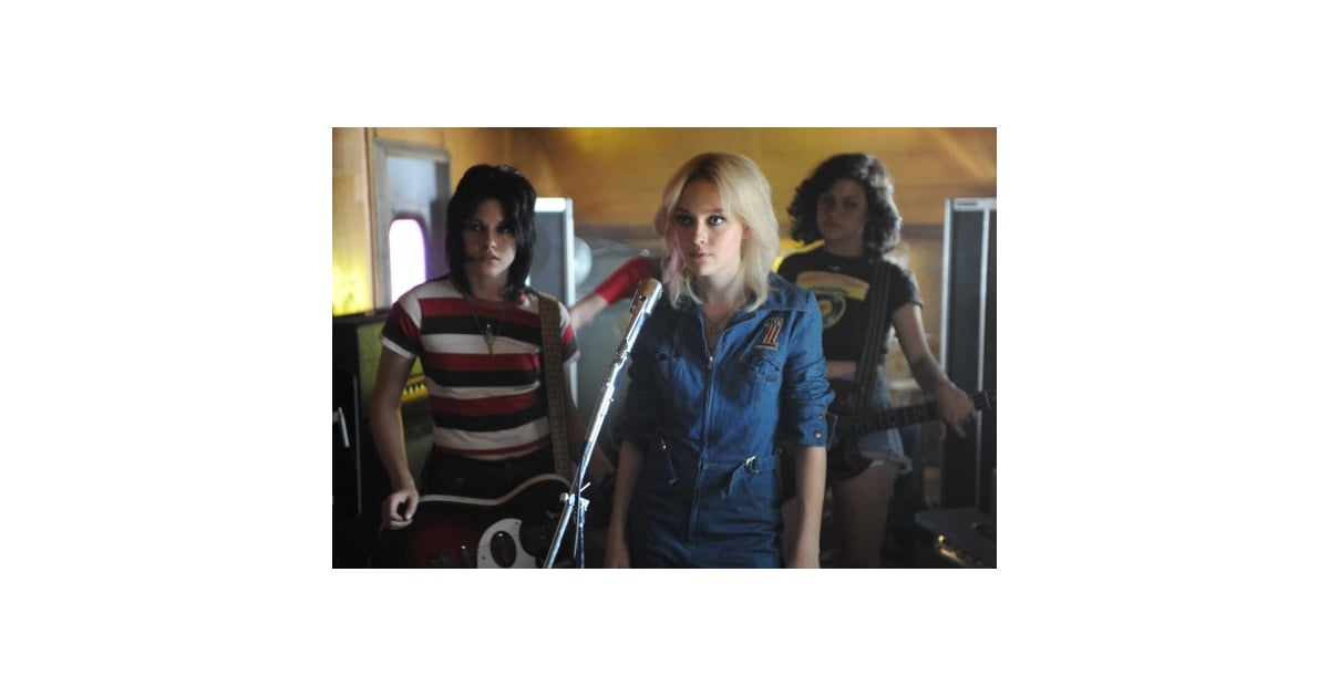10/05/103/19/10POPSUGAREntertainmentReviewsReview of Kristen Stewart and Dakota Fanning in The RunawaysThe Runaways: Guitars Make Girls Grow Up FastMarch 19, 2010 by Becky Kirsch2 SharesPicture this: it's 1975. The airwaves are dominated by the likes of David Bowie, The Eagles, and the Bee Gees. Then, seemingly out of nowhere, a rock group — made up entirely of teenage girls — explodes onto the scene. In no time they've signed a record deal and are touring Japan, singing to thousands of fans who can't get enough. Sounds like standard film fodder, but what rocks about The Runaways is that it all actually happened. The film is truly about the band's front-runners, Joan Jett (Kristen Stewart) and Cherie Currie (Dakota Fanning). Joan is the mysterious, sexually ambiguous rhythm guitar player who just wants to be taken seriously as a rock musician. She approaches producer Kim Fowley (played to a T by Michael Shannon) outside of a club one night, and after an introduction to drummer Sandy West their girl g - 웹