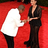 Beyoncé couldn't help but laugh at Jay's romantic gesture.