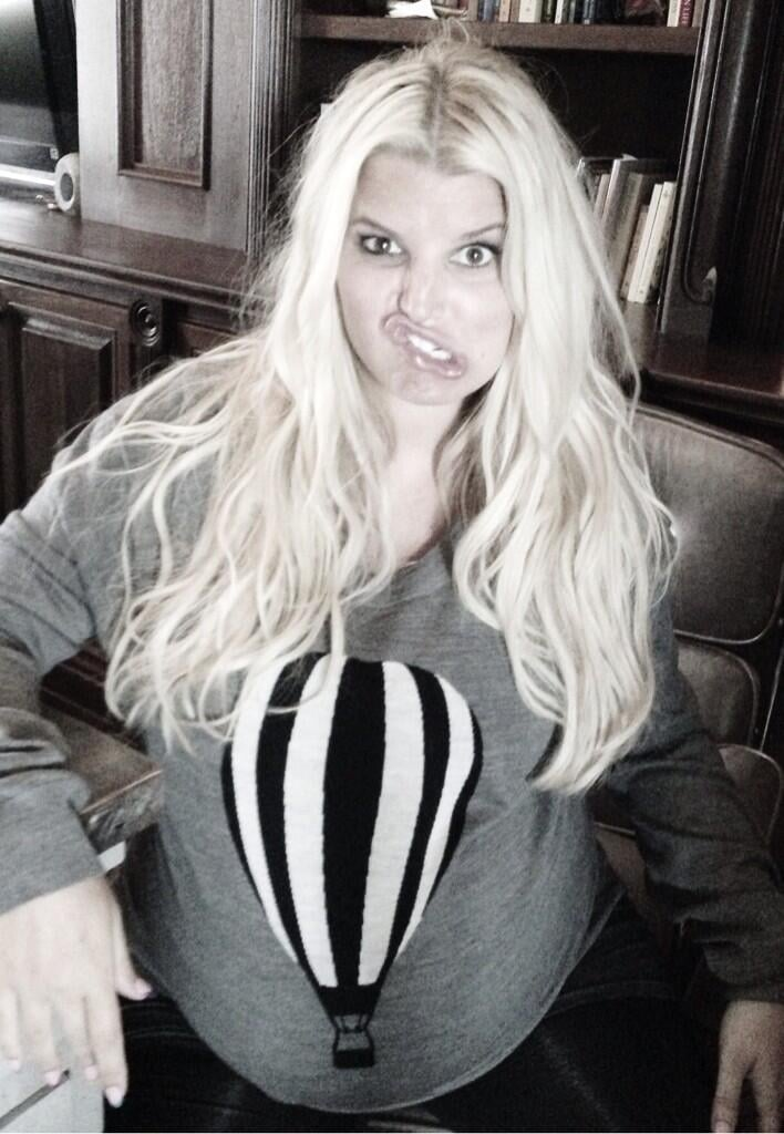 "Before giving birth to her son, Ace, Jessica Simpson shared a photo of a ""metaphor"" in which she likened her growing baby bump to a hot air balloon. Source: Twitter user JessicaSimpson"