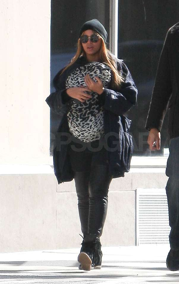 Beyoncé Knowles held her daughter Blue Ivy Carter tight.