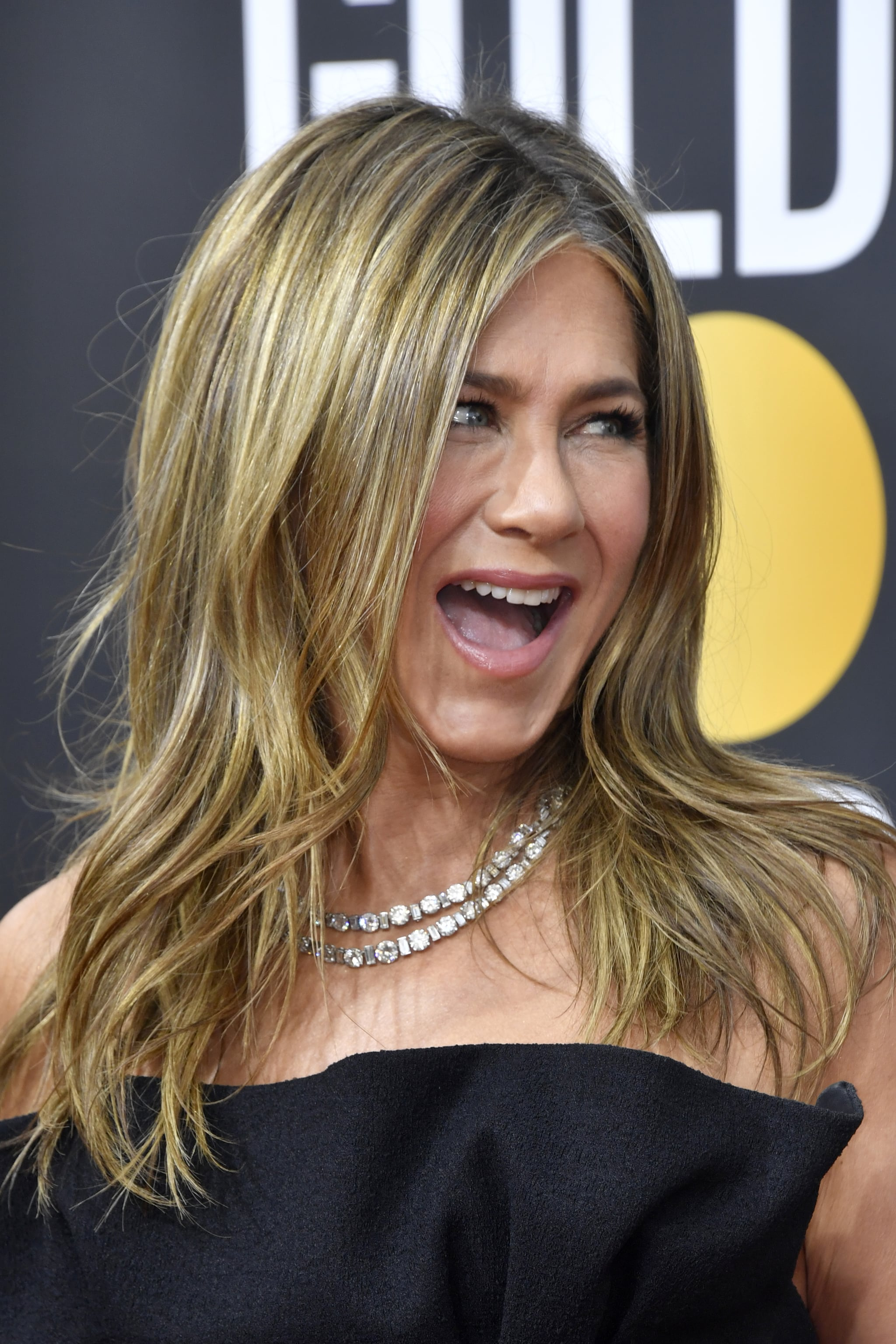 Jennifer Aniston At The 2020 Golden Globes We Guarantee You Didn T Catch These Moments At The 2020 Golden Globe Awards Popsugar Celebrity Photo 3