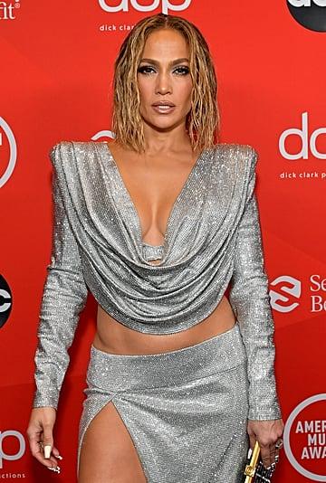 Jennifer Lopez's Floating Eyeliner and Blond Lob AMAs 2020