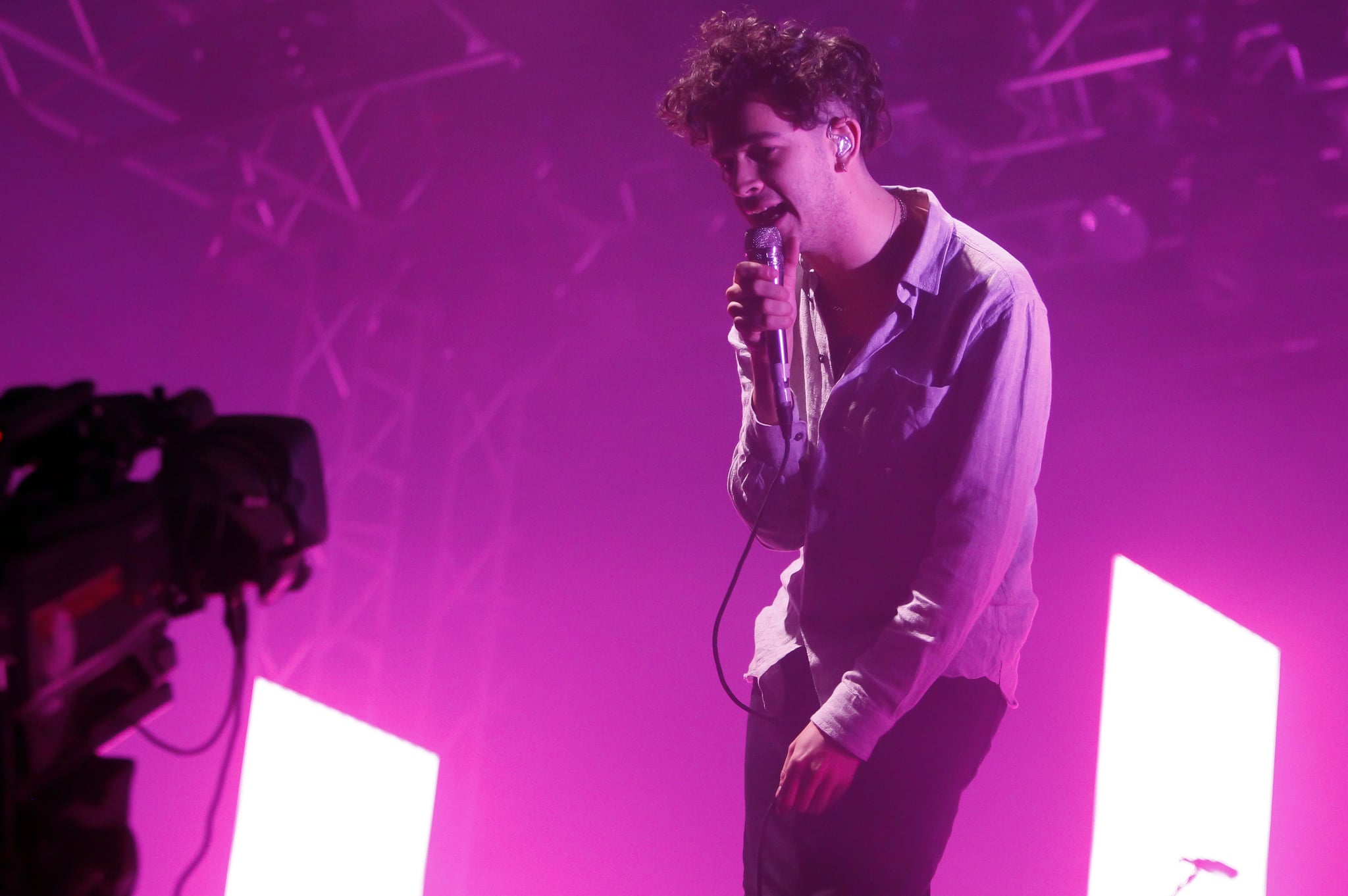 READING, ENGLAND - AUGUST 28:  Matthew Healy of The 1975 performs on Day 3 of Reading Festival at Richfield Avenue on August 28, 2016 in Reading, England.  (Photo by Chiaki Nozu/Getty Images)