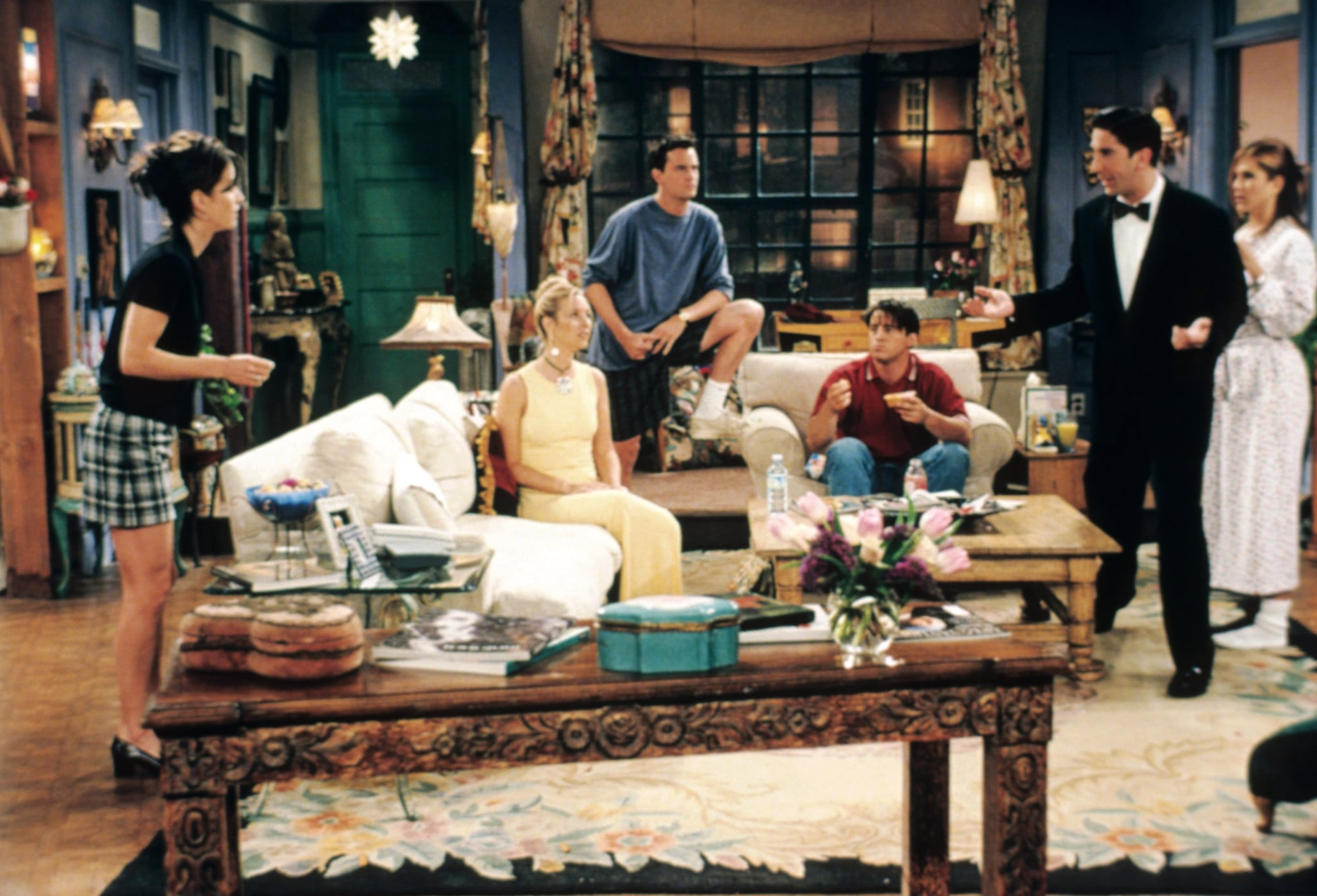FRIENDS, from left: Courteney Cox, Lisa Kudrow, Matthew Perry, Matt LeBlanc, David Schwimmer, Jennifer Aniston, 'The One Where No One's Ready', (Season 3, ep. 302, aired Sept. 26, 1996), 1994-2004. photo: Warner Bros. / Courtesy: Everett Collection