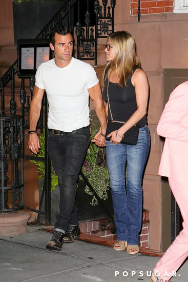 Jennifer-Aniston-Justin-Theroux-held-hands