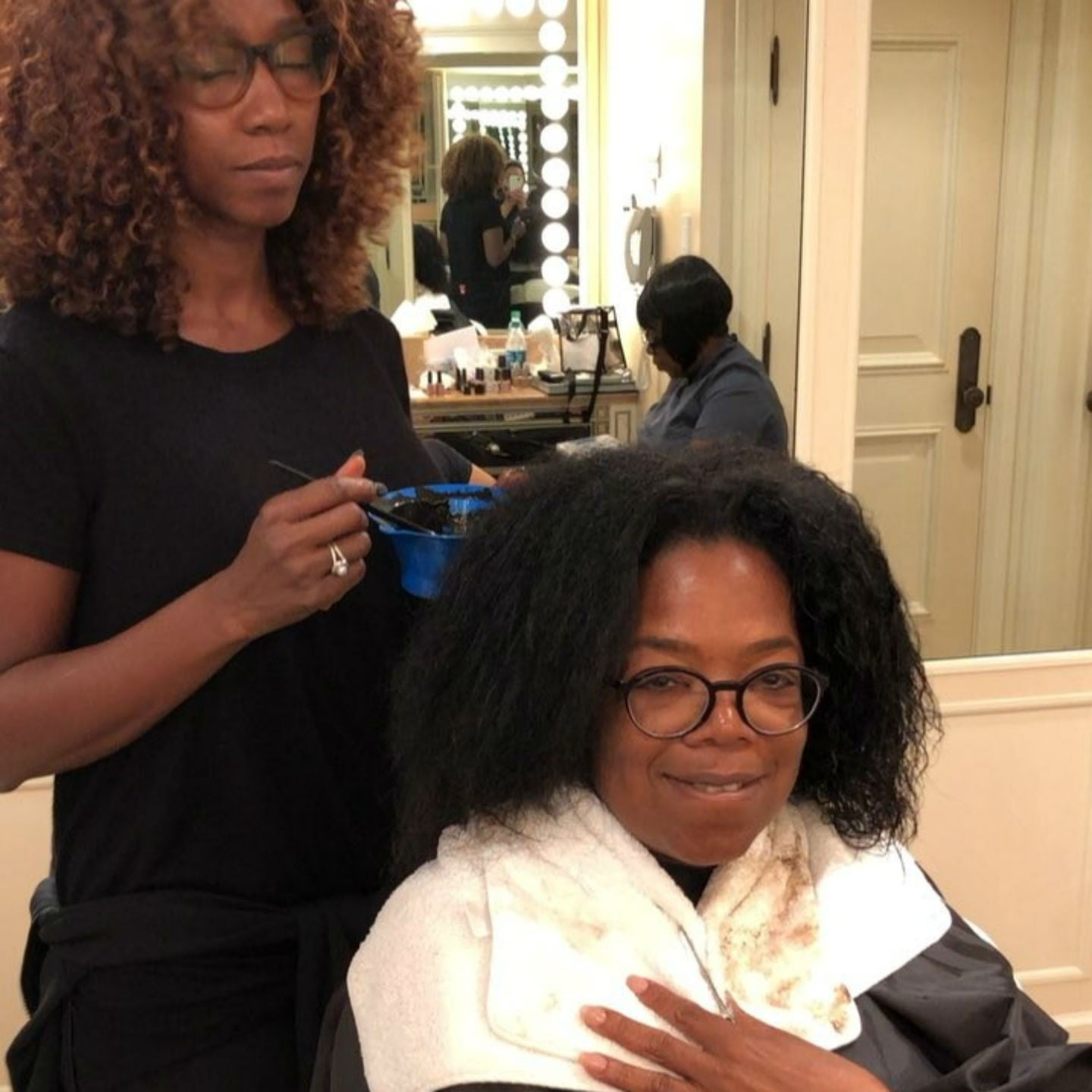 Oprah Dyeing Gray Hair Before The 2018 Golden Globes Popsugar Beauty