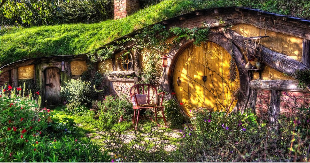 PopsugarLivingGeek CultureLord of The Rings Hobbit Hole KickstarterIf You Ever Wanted to Stay at a Hobbit House, Here's Your ChanceJuly 25, 2015 by Ann-Marie Alcántara343 SharesChat with us on Facebook Messenger. Learn what's trending across POPSUGAR.Whether you're looking for an oasis or you are just a superdevoted fan of Lord of the Rings, you're going to fall in love with the possibility of staying in this halfling home. One company in England is raising money via a Kickstarter campaign to actually create a hobbit home that anyone can stay in. The project, called Poddit Hole Holidays, is an idea by West Stow Pods to create the hobbit home in Suffolk, England, complete with two bedrooms, a kitchen, bathroom, and a living room. And that's just one aspect of it — visitors will also get to walk around the natural woodlands in the area, take part in a Middle Earth guided tour, and even play some archery. However, this is all dependent on whether or not the project meets its goal of $78,116 (£50,000) by Aug. - 웹