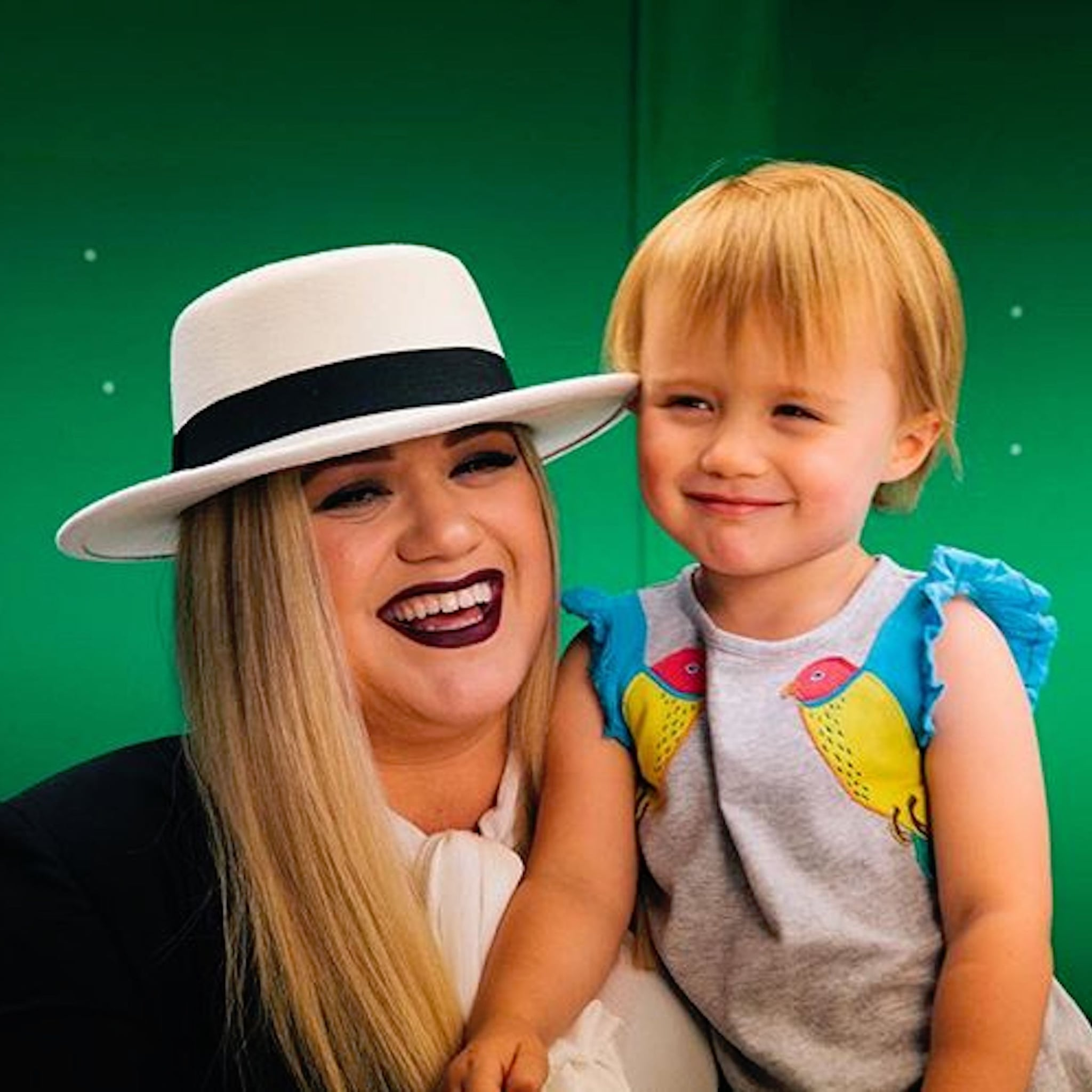 Kelly Clarkson Family Photos | POPSUGAR Celebrity