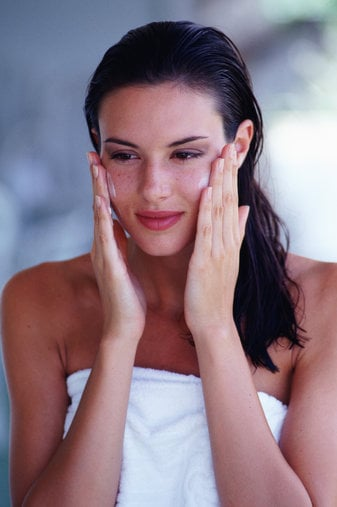 How to give a facial massage at home – quick and easy beauty tips from BellaSugar UK 2008-08-01 01:00:00