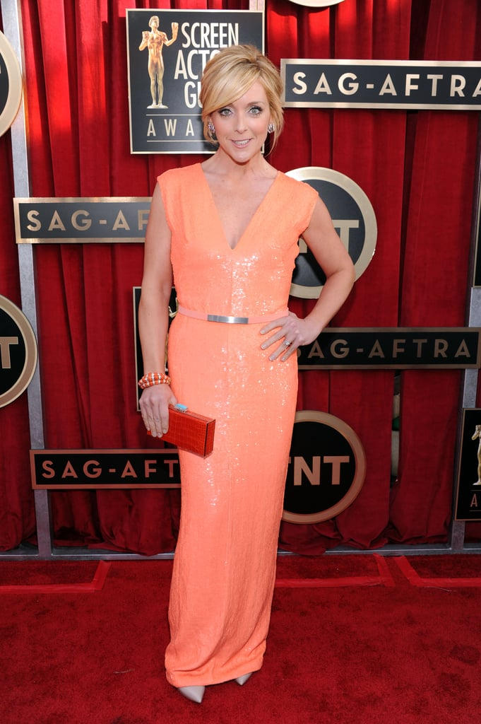 We love this orange sequin Kaufman Franco confection on Jane Krakowski. Her burnt orange clutch, colourful bracelets, and oversized earrings were the icing on this vibrant ensemble.