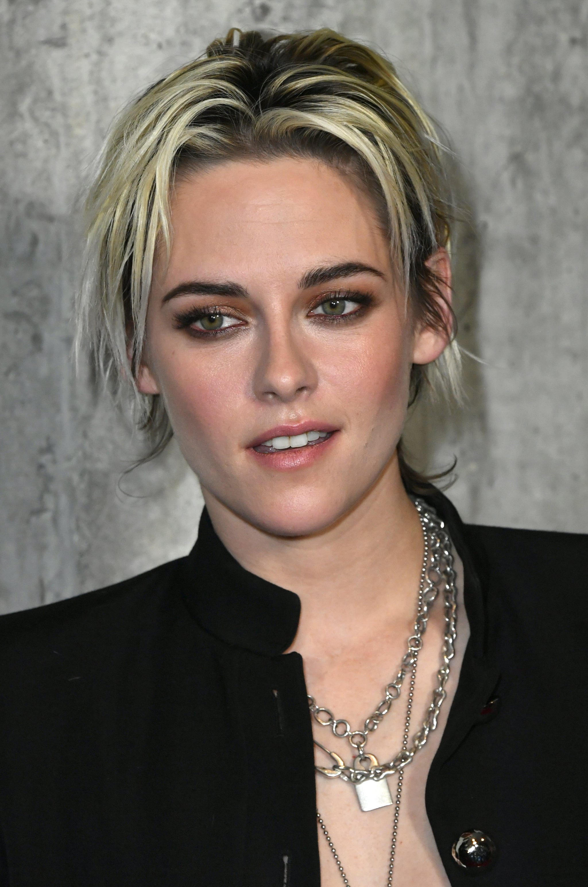 Makeup Beauty Hair Skin Yep Kristen Stewart S New Blond Hair Color Is A Total Mess And That S The Point Popsugar Beauty Middle East Photo 3