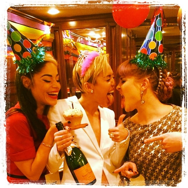 Kelly Osbourne helped Miley Cyrus celebrate her 21st birthday while backstage at the AMAs. Source: Instagram user kellyosbourne