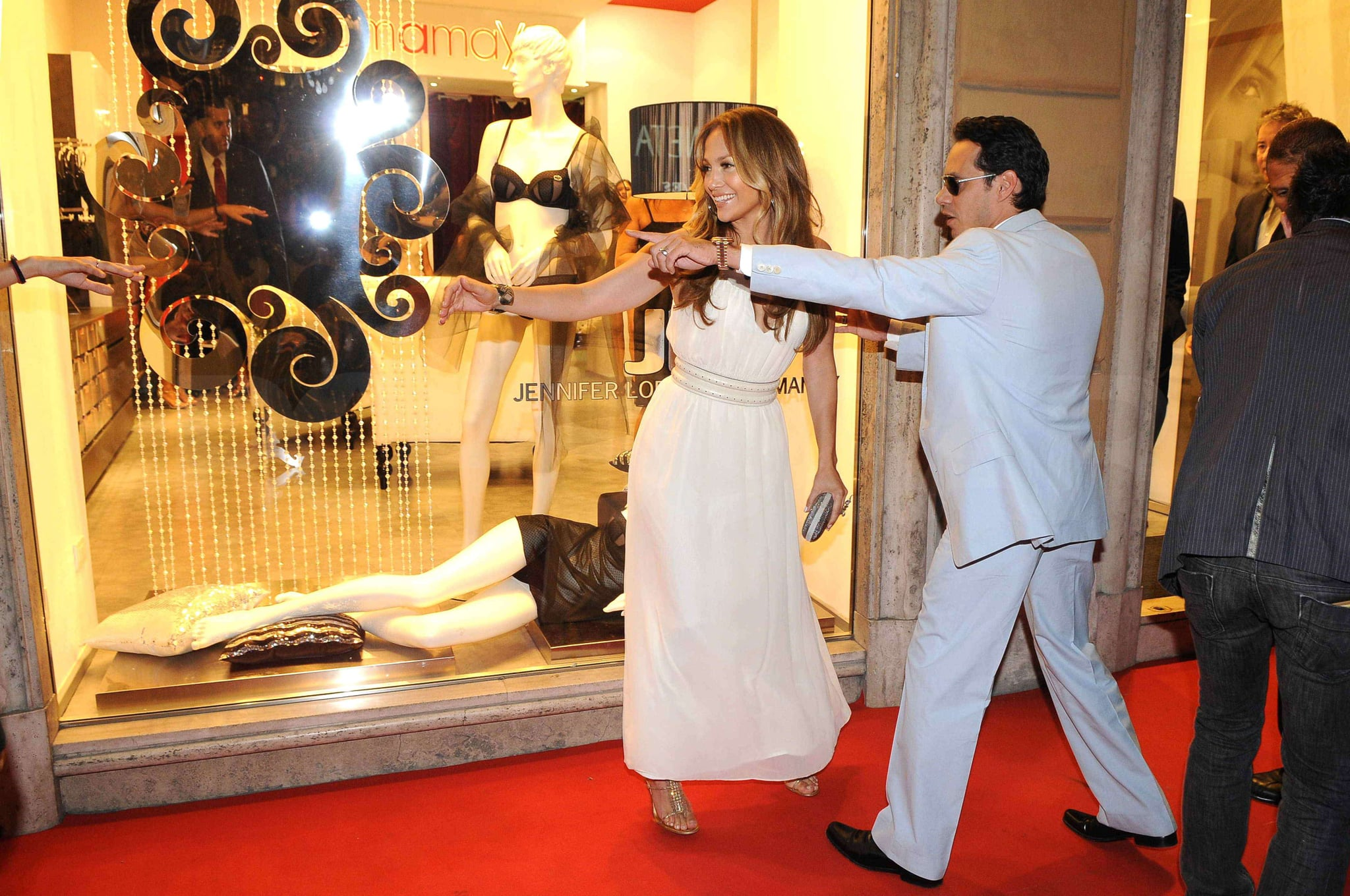 Photos of jennifer lopez and marc anthony at yamamay for Boutique rome