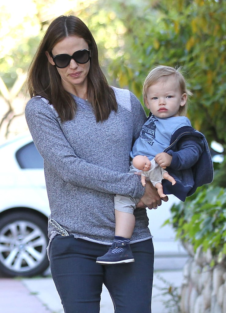 Jennifer Garner Runs Errands With Daughter