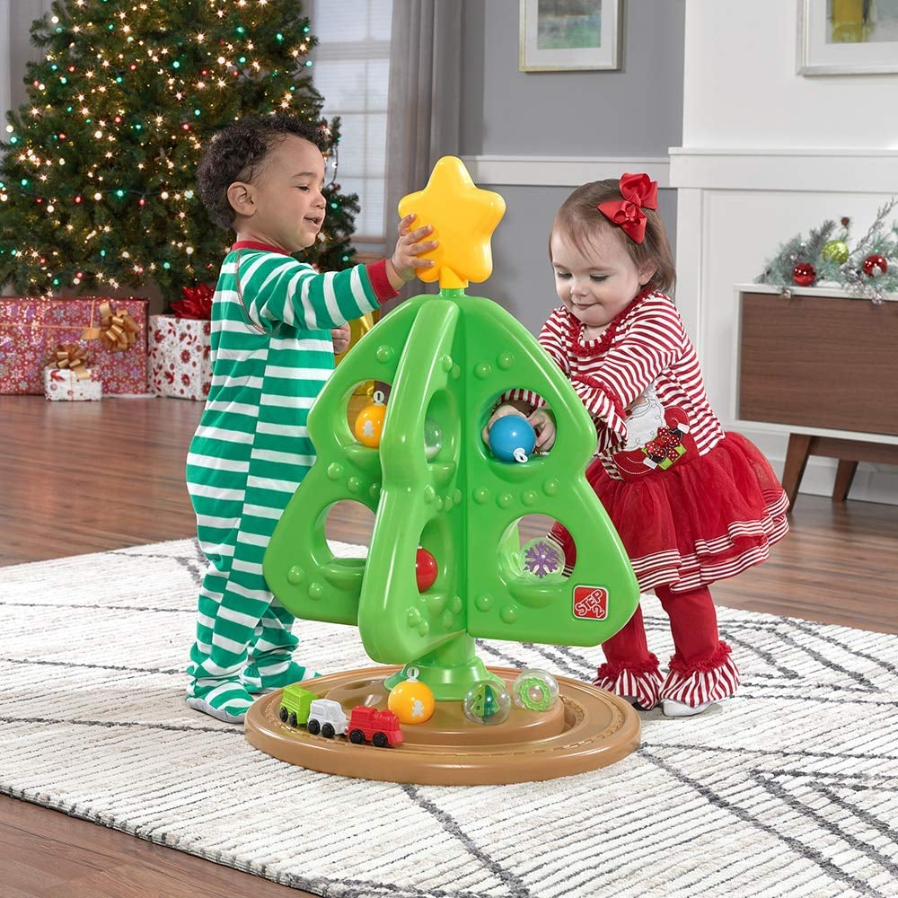 Toys on the Christmas tree with their own hands