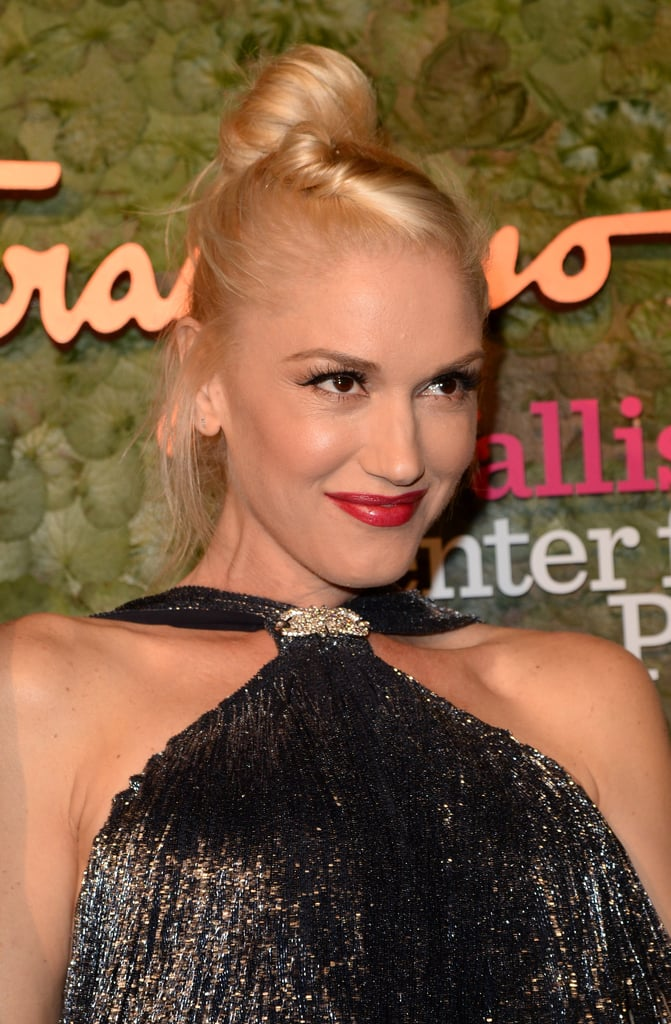 A twisted updo and red lipstick are always Gwen's signature, and she rocked it with a glamourous vibe last night.