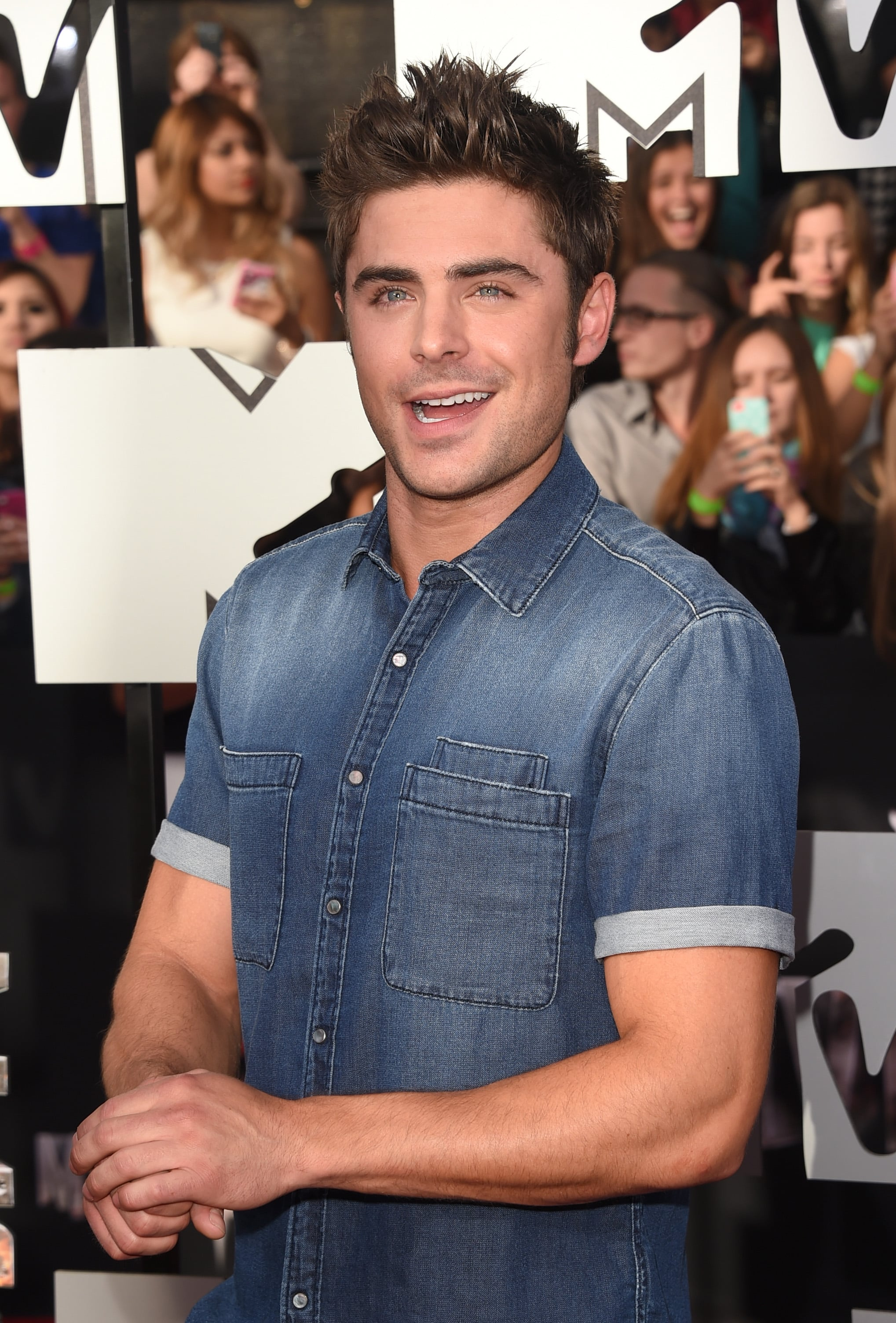 Zac Efron Does Denim and Selfies at the MTV Movie Awards