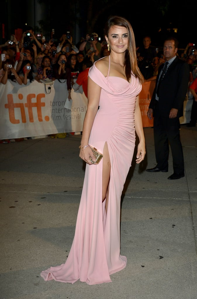 Penelope Cruz Has a Va-Va-Voom Moment on the TIFF Red Carpet