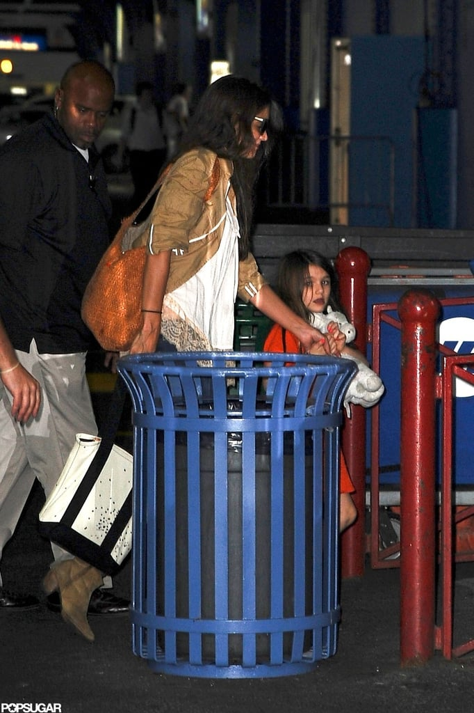 Katie Holmes and her daughter Suri Cruise had a late night.