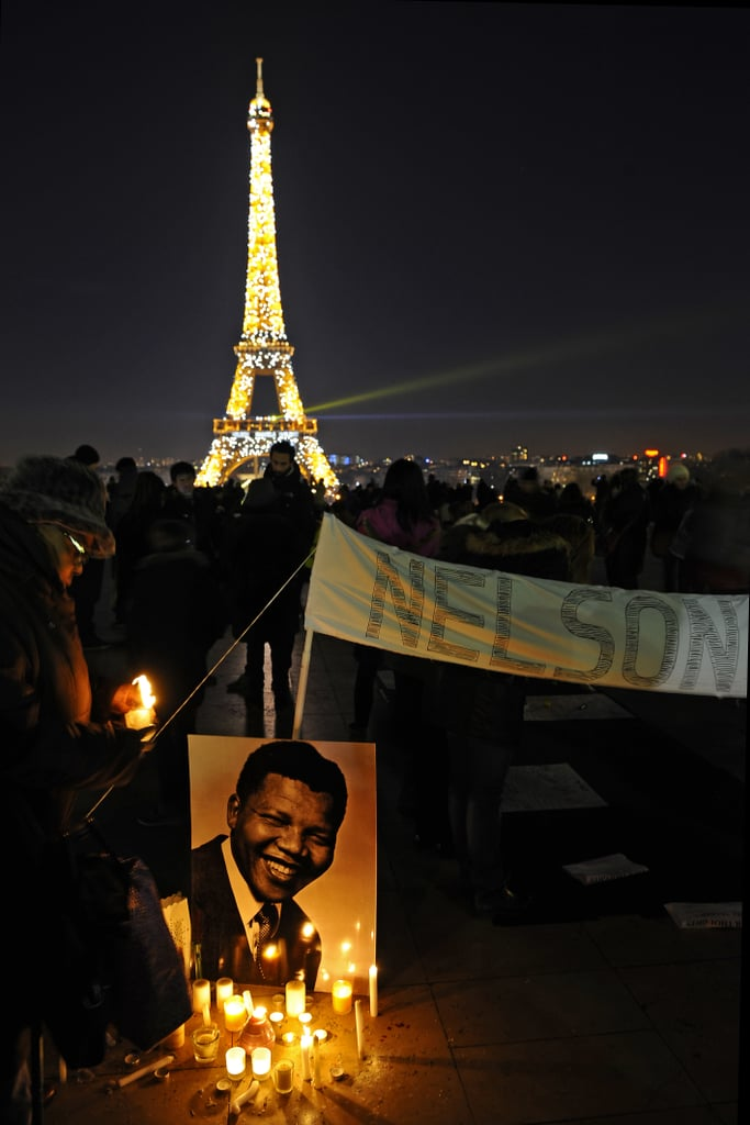 People in Paris participated in a stunning tribute to former South African President Nelson Mandela.