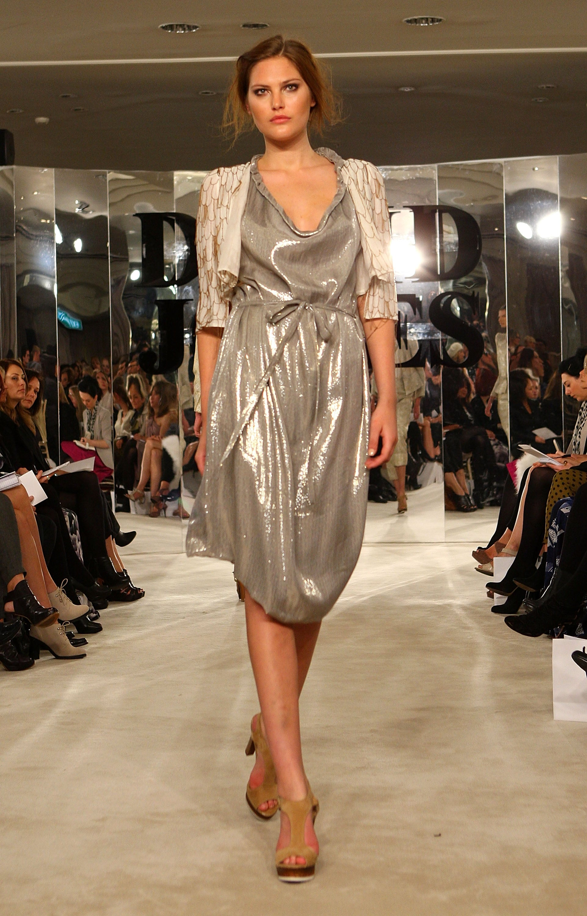 The hottest trends of the spring-summer 2010 season 09.02.2010 80