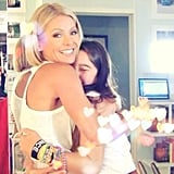 Lola Consuelos got a backstage squeeze from mama Kelly Ripa. Source: Twitter user KellyRipa