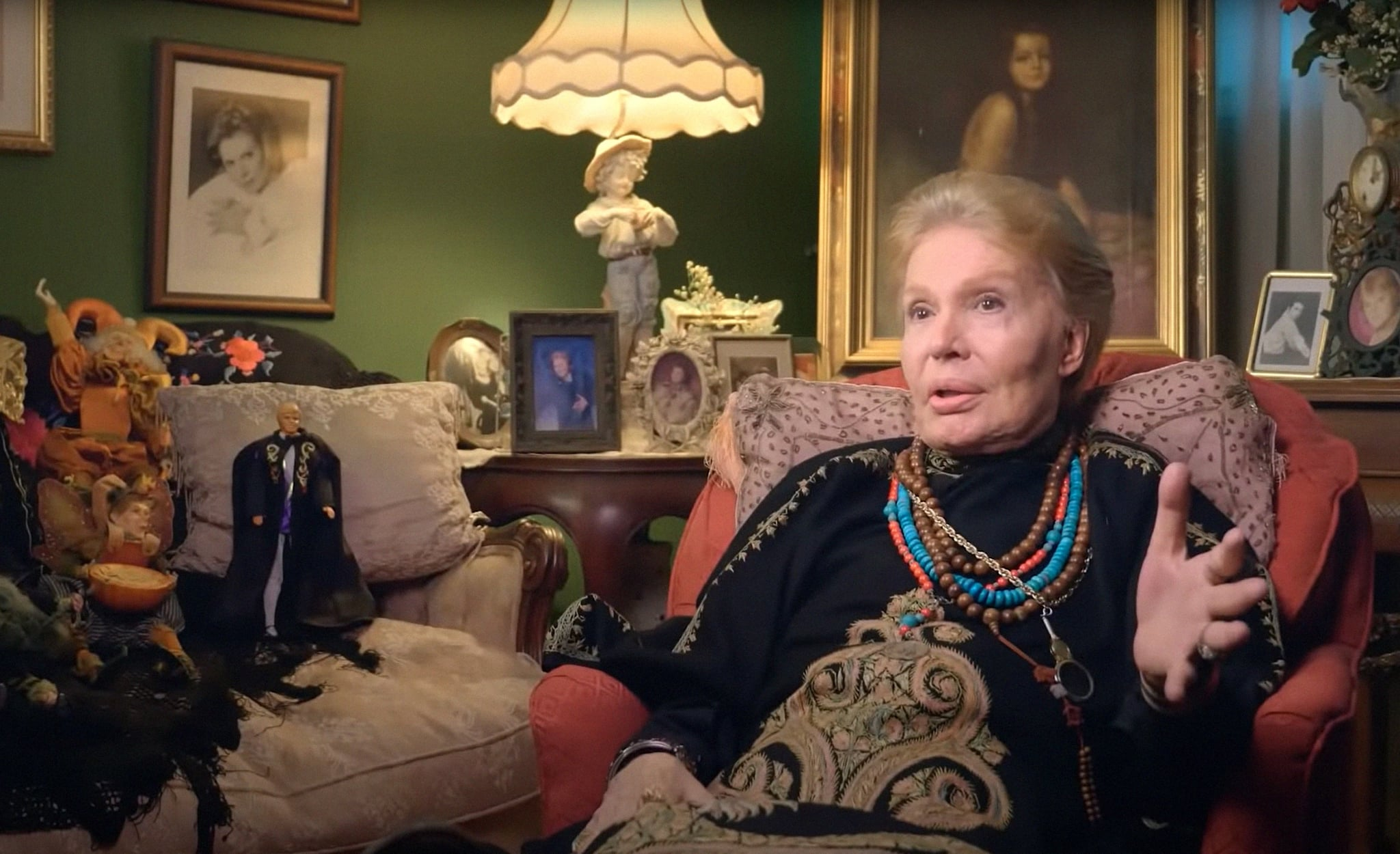 MUCHO MUCHO AMOR: THE LEGEND OF WALTER MERCADO, Puerto Rican astrologer Walter Mercado, 2020.  Netflix / Courtesy Everett Collection