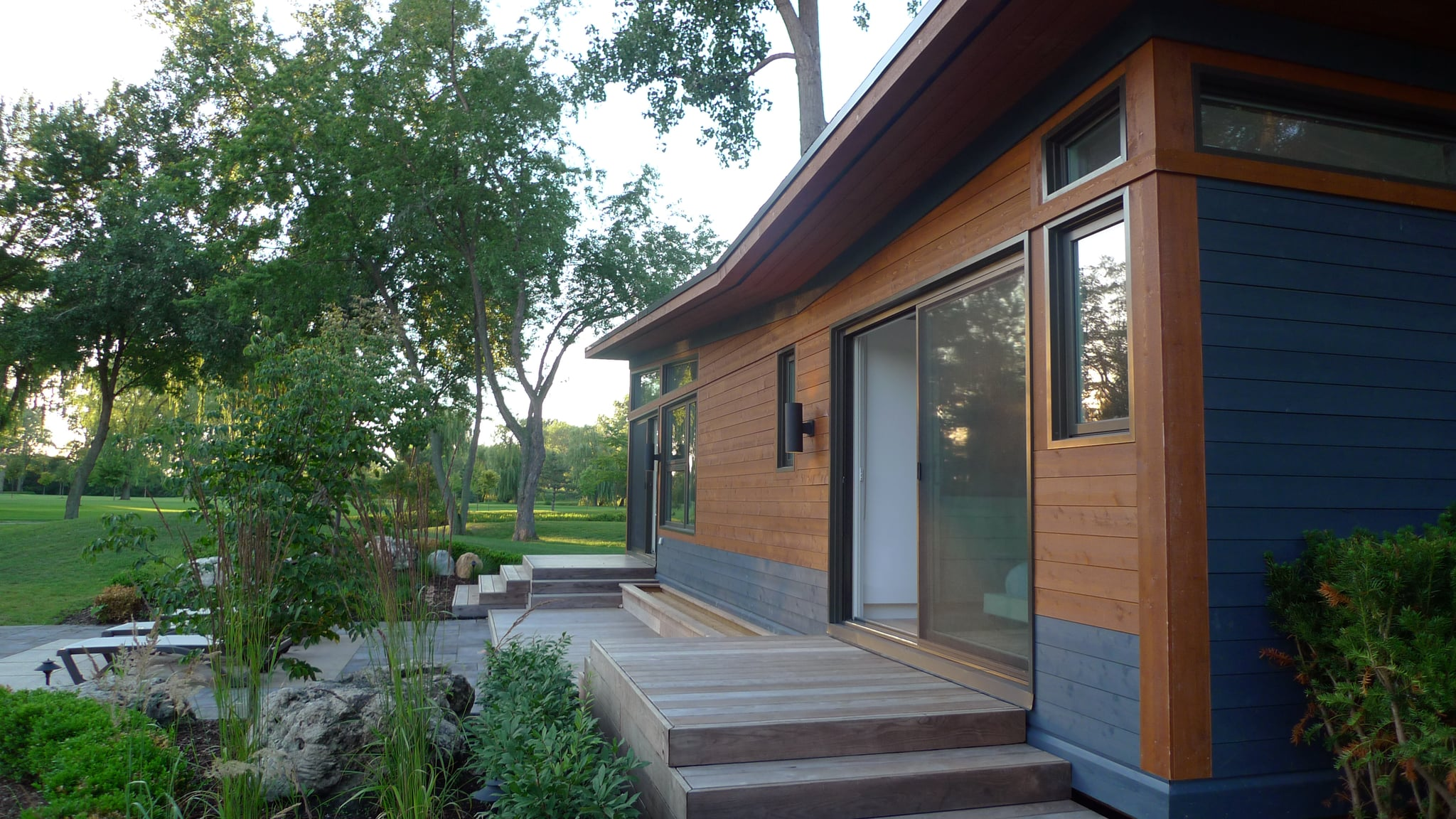 """Noted as """"one of the best modular prefab homes on the market today,"""" Altius Architecture's Solo Prefab House boasts beautiful, modern interiors and total layout customizability. Whether you're lusting after a tiny home with less than 400 square feet or something a bit more roomy, this home can meet your needs."""