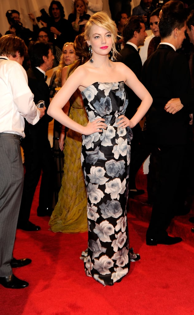 Emma gives her Lanvin gown an instant pop with a fuchsia-hued lip at the 2011 Met Gala.