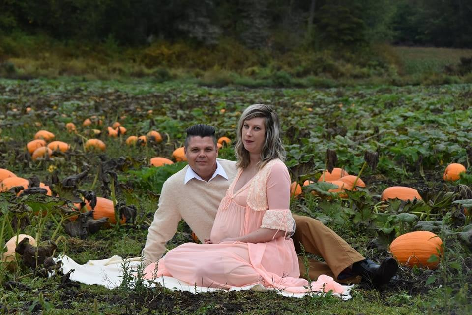 How Scary Yet Creative Is This Alien Maternity Shoot?