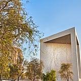 مع إضاءته بأكثر من 2,000 مجسّم مشعّ، يرمز الصرح إلى تشبيه الشيخ زايد بالنّجوم التي سيبقى نورها ساطعاً لينير درب الأجيال القادمة