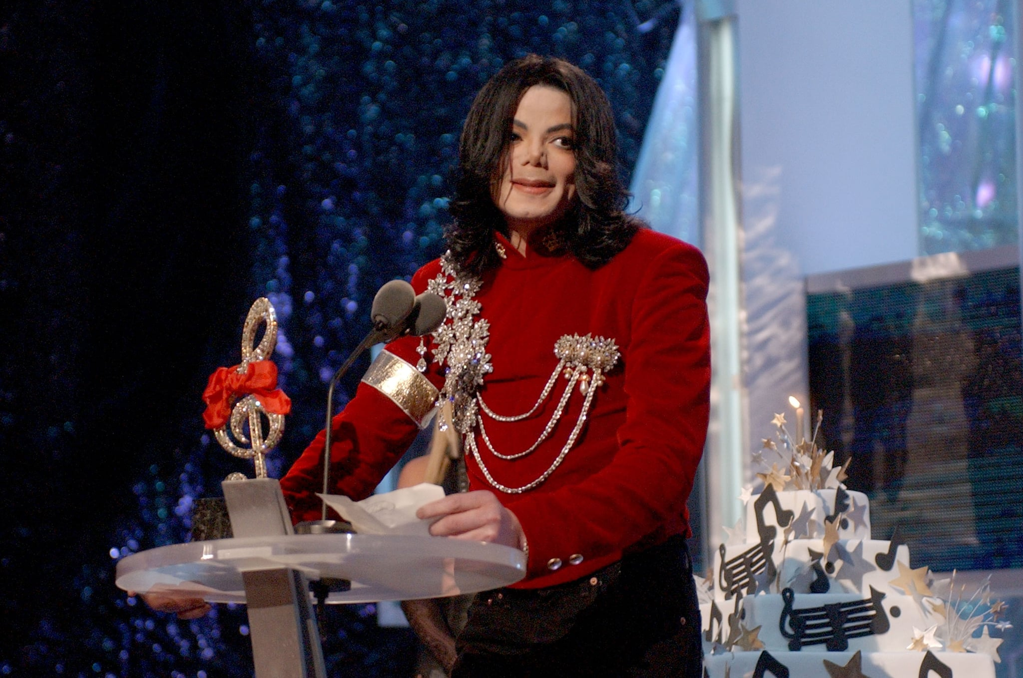 Michael Jackson speaks after Britney Spears presented Michael with a birthday cake at the 2002 MTV Video Music Awards (Photo by KMazur/WireImage)